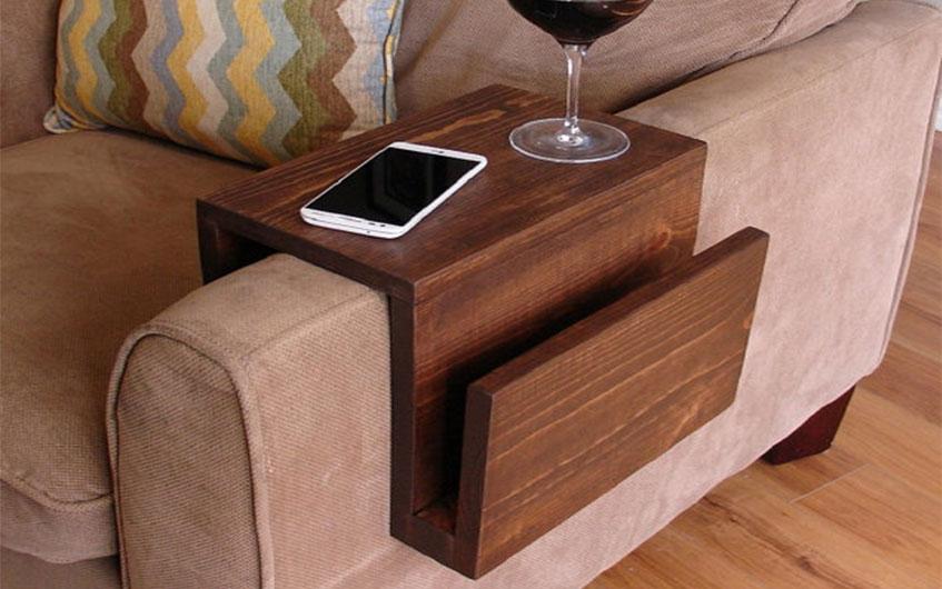 میز کنار مبلی مناسب برای استفاده فضاهای کم